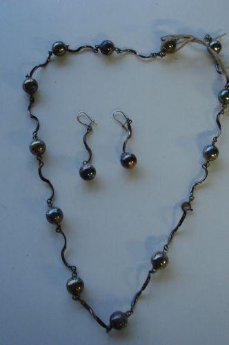 Zilveren ketting en oorbellen set