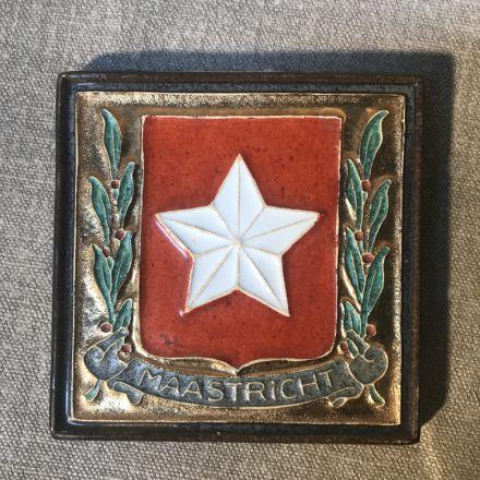 Cloisonné-tegel Porceleyne Fles Delft - wapen Maastricht