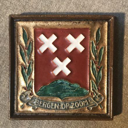 Cloisonné-tegel Porceleyne Fles Delft - wapen Bergen op Zoom