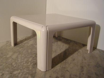 salontafel  Kartell, ontwerp Gae Aulenti