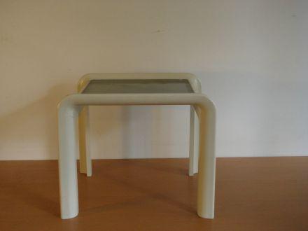 tafel ±1970 wit kunststof met rookglas