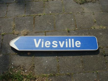 Wegwijsbord met Viesville