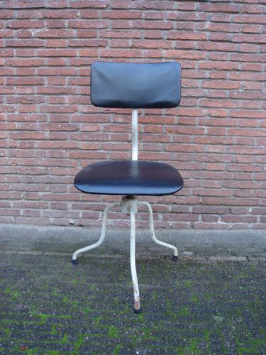 Bureaustoel met markante poot