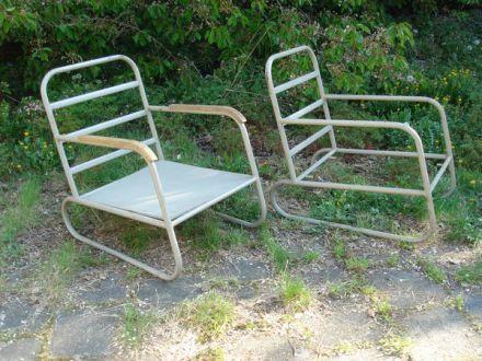 twee markante fauteuils